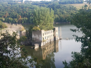 Sunken castle in the Tarn.